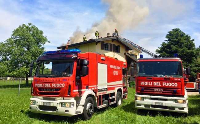 incendio caltignaga tetto due vigili