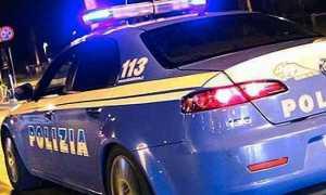polizia auto notte luci scritta corsa