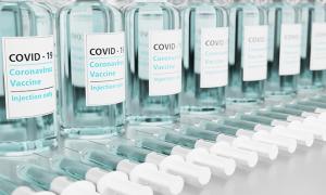 vaccino covid boccette siringhe