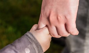 mano bambino genitore